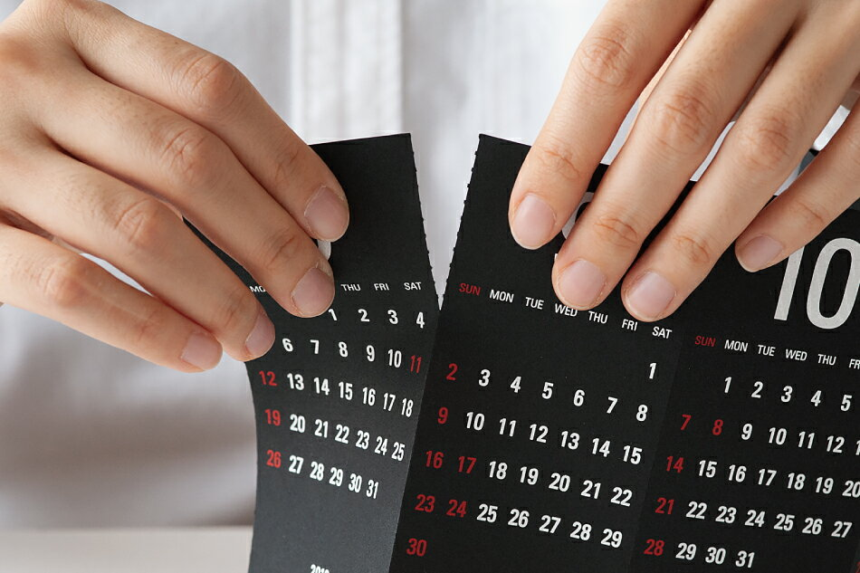 ちょっとした隙間に収まる、おしゃれでコンパクトな三面カレンダー2020年版
