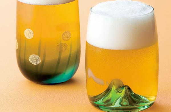 ビールを注ぐと夕焼けの山になる、おしゃれなグラス