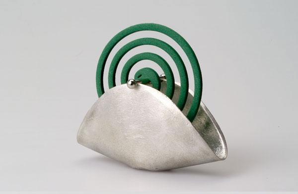 純度100%の錫(すず)で作られた、おしゃれで上品な蚊取り線香入れ