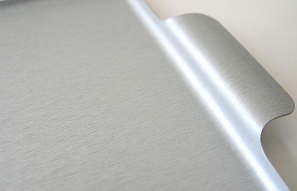 ロンドンの老舗メーカーが作った、シンプルでおしゃれなアルミ製トレイ