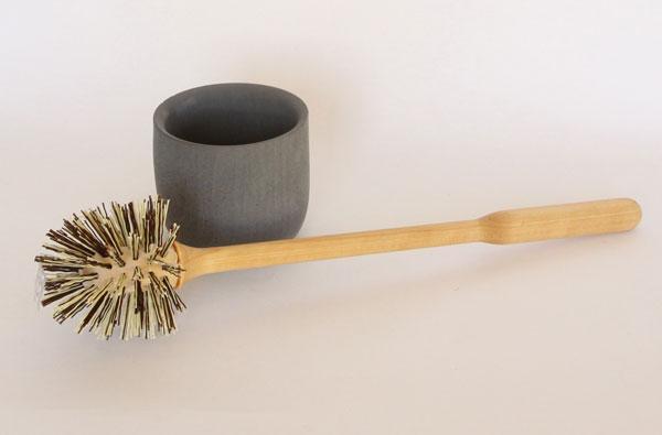 シンプルで実用的な、北欧らしいおしゃれなトイレブラシ