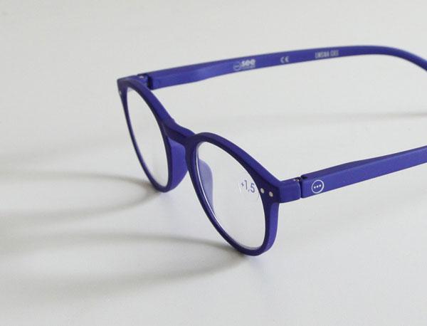 ファッションの一部として楽しめる、おしゃれな老眼鏡