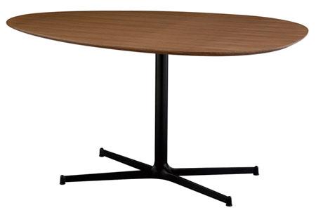 2人や3人で囲んでもストレスなく使える、おしゃれなたまご型のテーブル