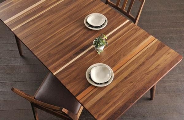 木目がアートのように美しい、おしゃれなダイニングテーブル