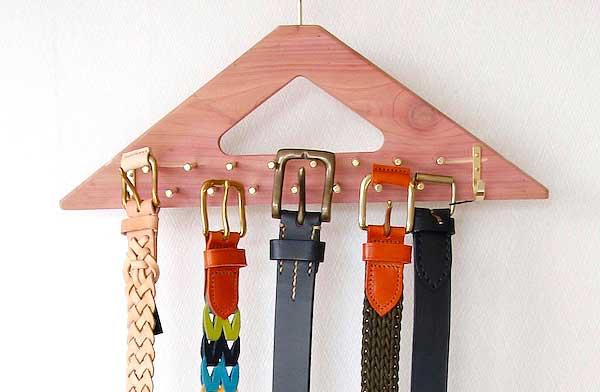 ネクタイとベルトをすっきり収納できる、おしゃれなハンガー