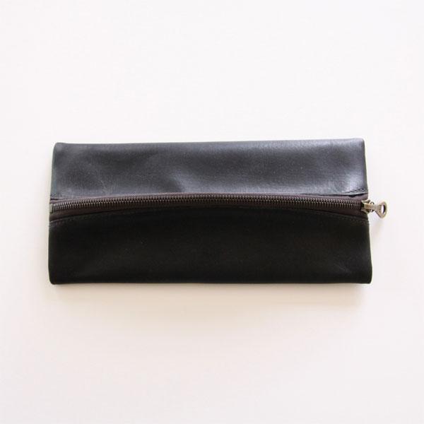 イタリアの伝統的製法で作られた、おしゃれな革製の筆箱