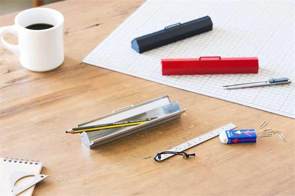 シンプルでコンパクトな、スチール製のおしゃれなペンケース