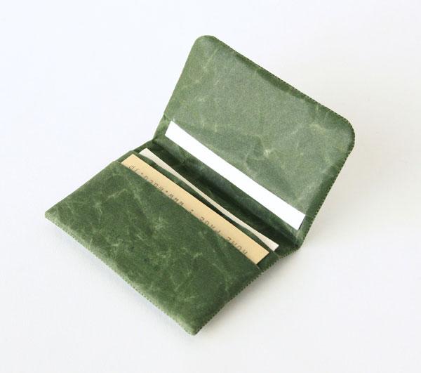 和紙で作られた、おしゃれなカードケース