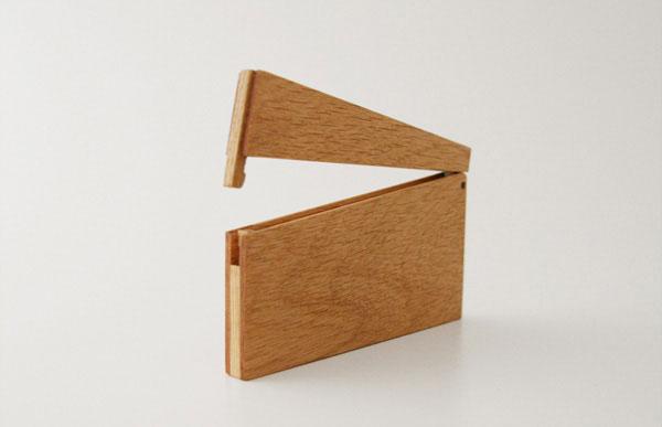 おしゃれな木製の薄型カードケース