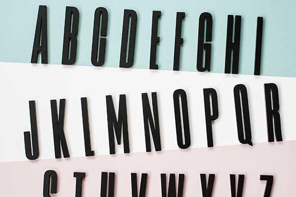 おしゃれなタイポグラフィの木製文字