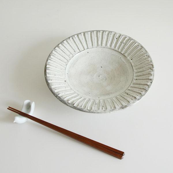 料理を引き立てる、おしゃれな美濃焼のリム皿