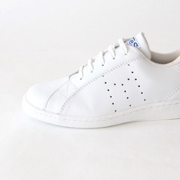 どんな服にも合わせやすい、おしゃれな白のレザースニーカー