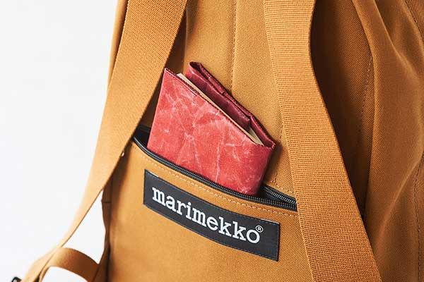 レディース・メンズ共に使える、ミニマルなデザインのおしゃれなバックパック