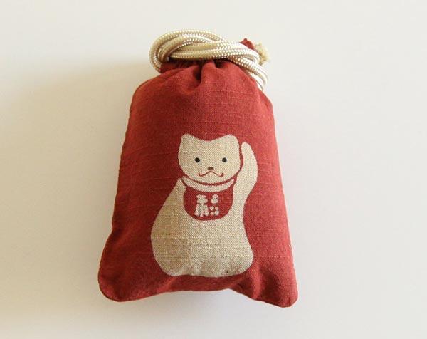 金運を招く招き猫の図柄の、おしゃれな小さな巾着「守袋」