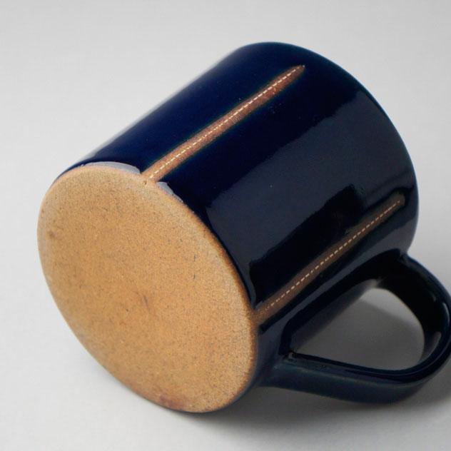 ステッチが施されたようなデザインがおしゃれなマグカップ