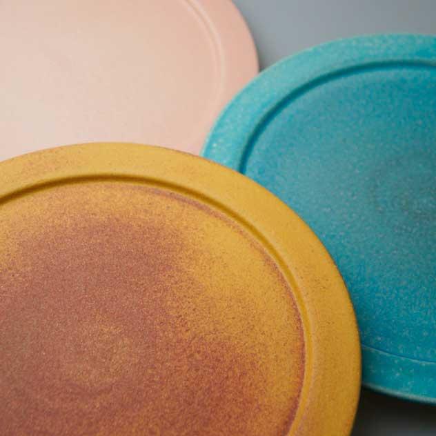 独特のムラのある風合いが美しい、おしゃれなリム皿