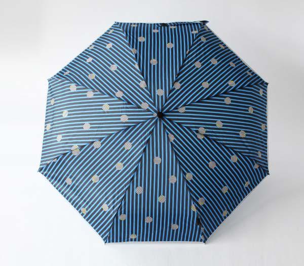 持ち運びにうれしい外ケース付きの、おしゃれな軽量コンパクトの折りたたみ傘