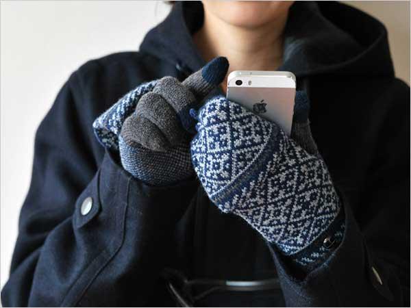 ミトンに早変わりする、おしゃれなタッチパネル対応のニット手袋