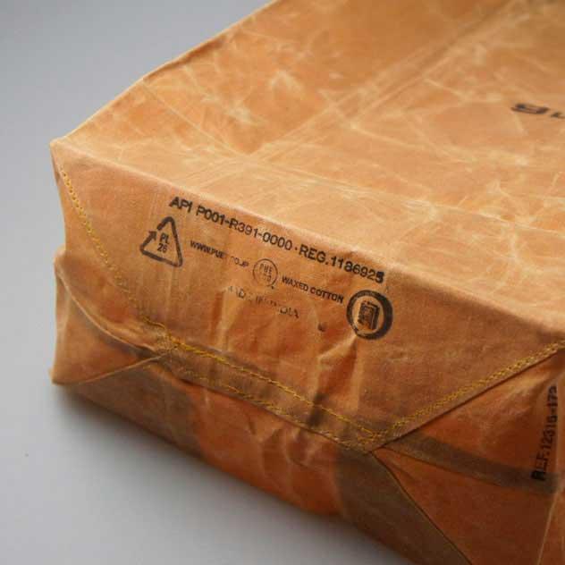 紙袋のようなヴィンテージ感溢れる、おしゃれなワックスバッグ