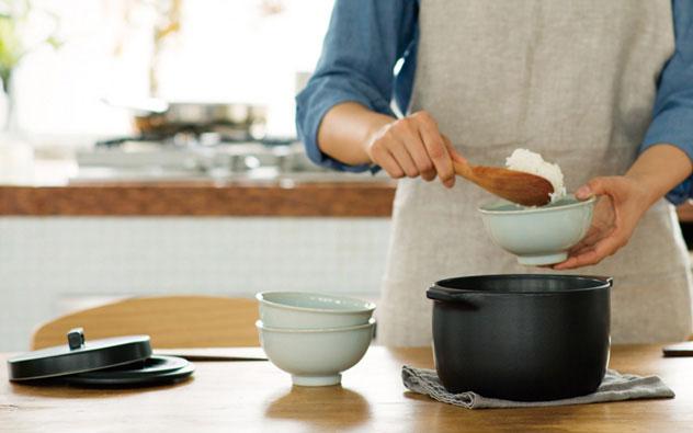 1〜2人暮らしに丁度良いサイズの、おしゃれな直火専用の炊飯土鍋