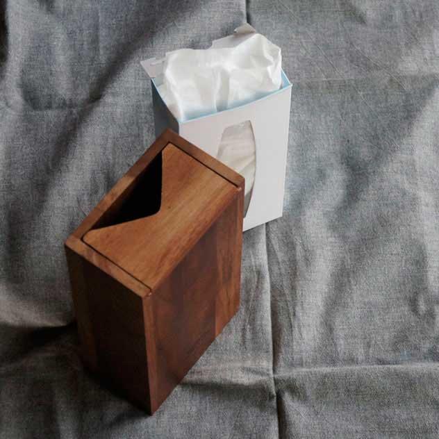 狭いスペースにも置ける、おしゃれな木製ティッシュケース