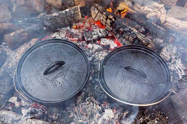 フタのデザインが魅力的な、おしゃれな脚付きダッチオーブン