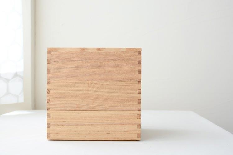 ご飯を一段と美味しそうに見せてくれる、おしゃれな天然木の重箱