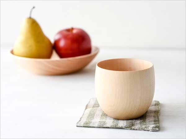 たまごの殻のように薄くて軽い、おしゃれな木製コップ