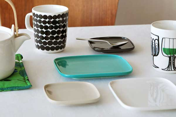 毎日の食卓を華やかにする、おしゃれな角型のプレート