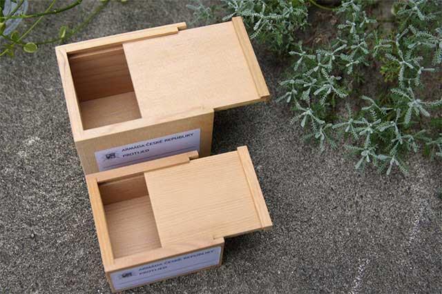 おしゃれに収納できる、スライド式木製小箱