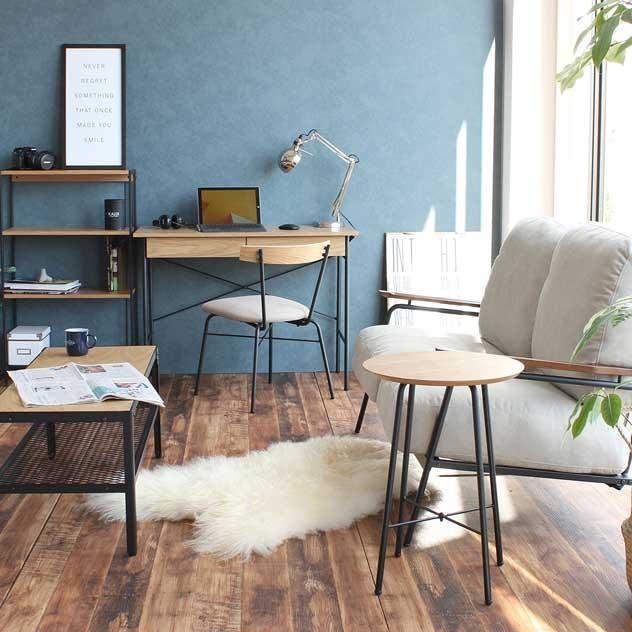 木とスチールのバランスが絶妙な、おしゃれな丸型サイドテーブル