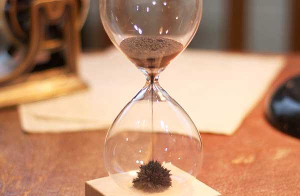 思わず見入ってしまう、おしゃれな砂時計