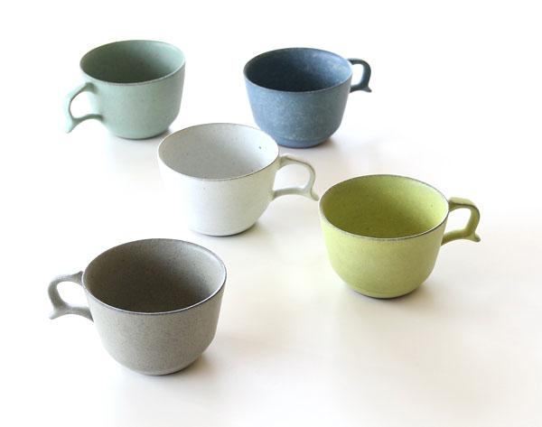 持ち手の形がしっくりと手に馴染む、おしゃれなカップ