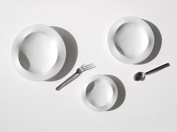 料理をより美しく見せる、波打つデザインのおしゃれなお皿