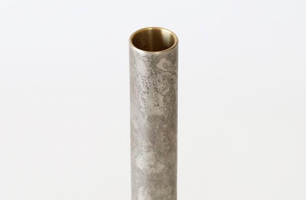 シンプルなデザインのおしゃれな一輪挿しの花瓶