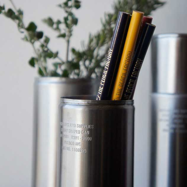 ペン立てなど使い方が色々広がる、おしゃれなスチール製缶