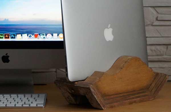 古材を使用したおしゃれなノートパソコン用スタンド