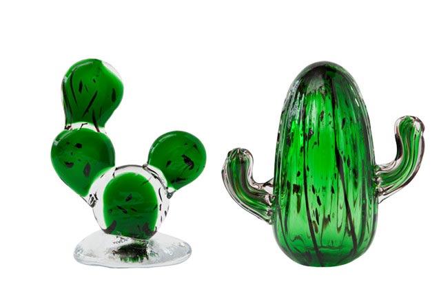 サボテンの形をした、おしゃれなガラスの置物