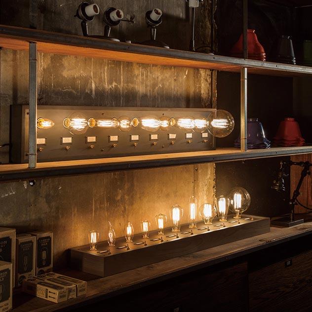 多種類の電球を9つセットできる、おしゃれな照明ボード