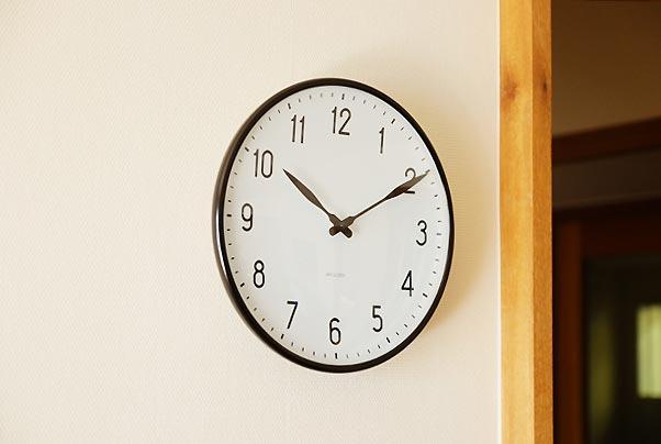 シンプルでどんな空間にも馴染む、おしゃれな壁掛け時計