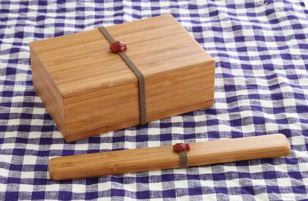 竹から作られた、ストライプ模様が美しいおしゃれなお弁当箱