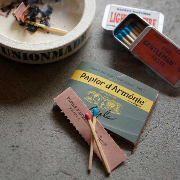 フランス製のおしゃれな紙のお香とマッチ