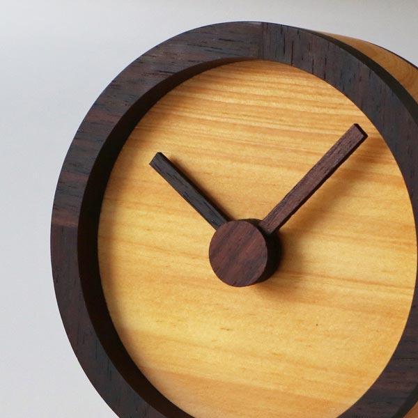 そばに置きたいおしゃれな木の時計