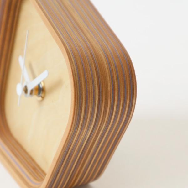 木口が美しいストライプになった、おしゃれな置き時計