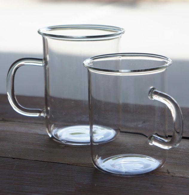 シンプルなデザインで使いやすい、おしゃれな耐熱ガラスのマグ