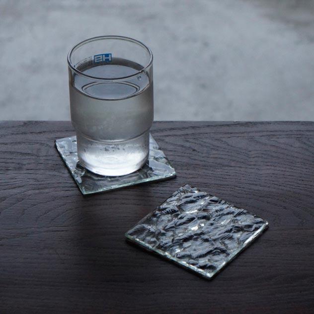 アンティークガラスでできた、おしゃれなコースター