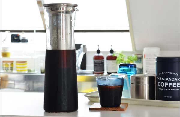 コーヒー粉と水を入れるだけで手軽にアイスコーヒーが楽しめる、おしゃれなジャグ