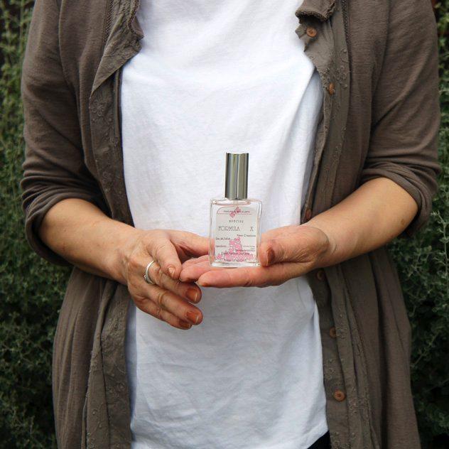 香りの天才がプロデュースした、植物原料だけで作られたおしゃれな香水
