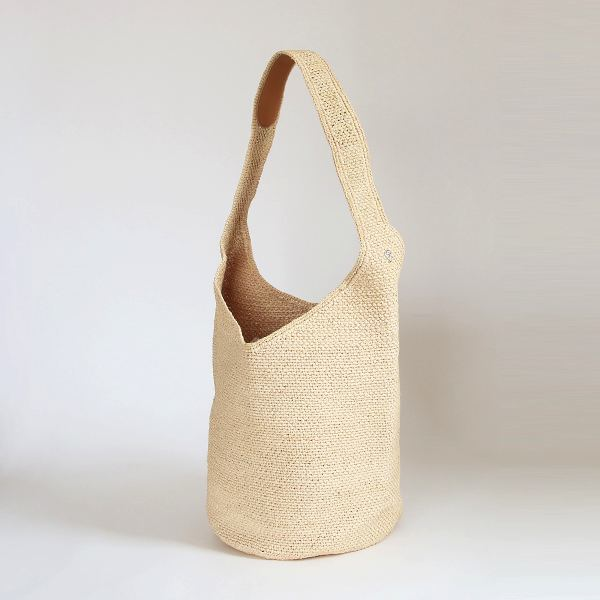 おしゃれな手編みのワンショルダーバッグ