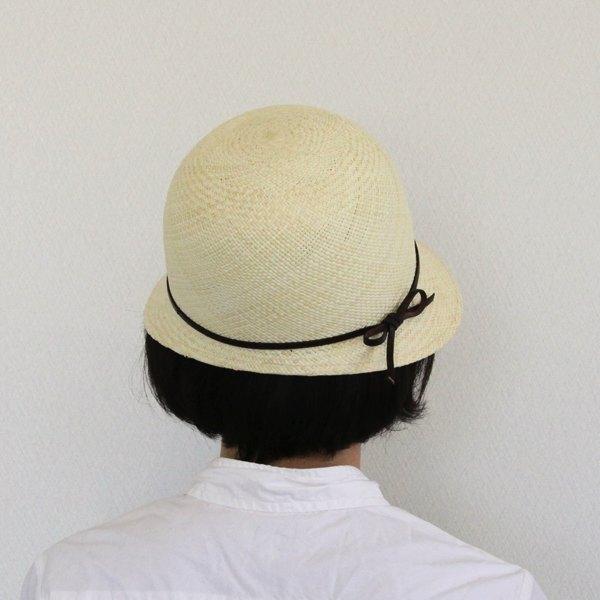 クラシックなスタイルの、おしゃれな女性らしい形の帽子